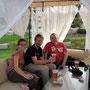 bierchen trinken mit borisz im garten des hilton hotels