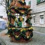 Osterbrunnen 1999 geschmückt von Mitgliedern des Obst- und Gartenbauvereins