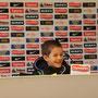 die erste Pressekonferenz