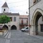 La place de Tournon, avec à droite le grand préau ou est prévu le blason en mosaïque