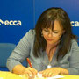 """Teresa firmando libros de su primer poemario """"Palabras Vivas"""""""
