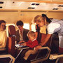 Warme Atmosphäre an Bord und alte Gepäckfächer/Austrian Airlines