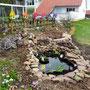 Mein Teich, seine zwei Steingärten, mein Kraterbeet