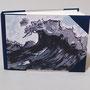 """Seetagebuch für eine andere Andrea, die 1 Jahr im Mittelmeer segelt, größer A5, Kartenmotiv """"Die Welle"""", Zweifarbsiebdruck von Andrea Spaett"""