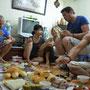 Repas traditionnel chez Quy et Van, à Hanoï