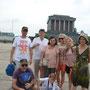 La famille devant le mausolée d'Ho Chi Minh