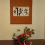"""Kalligrafie """"Langes Leben""""  E. Friedrich-Kerckow; Neujahrs-Arrangement mit Glückwunsch-Mizuhiki; Ikebana/Foto: A. Mühlbauer, Jan 2012"""