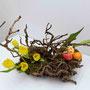 A. Fricke: Efeu-Wurzel, Moos, Tulpen, bemalte Hühnereier (Foto: O. Fricke)