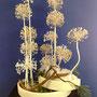R. Puschban: Fruchtstand Allium aflatunense (weiß gespritzt), Föhre, künstlicher Schnee