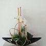 G. Wagner: Seidenkiefer, Orchidee mit Blättern, Furnierstreifen goldfarben, Metallstern goldfarben