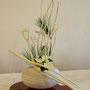 K. Dörnhaus: gebleichte Mitsumata-Zweige mit Kerzen, weißer Weihnachtstern, Seidenkiefer
