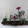 A. Denig: Gerbera, getrocknete Oreganum-Blütenstände (Purpurdost), blaue Scheinzypresse, Edelstahldraht