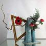 A. Denig: Anemonen, Korkenzieherhasel, blaue Scheinzypresse