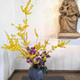 R. Dollberg: Forsythien, Inka-Lilie (Alstromeria), Philodendron-Blätter