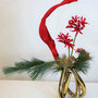 R. Dollberg: Nerine, Seidenkiefer, gefärbtes Strelizienblatt, golden gefärbtes pflanzliches Material