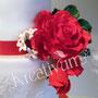 2 stöckige Hochzeitstorte mit roten Rosen - Rosengesteck