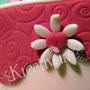 Rosa Muttertagstorte mit Schleife - Prägung und Blüten