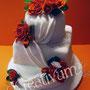 Hochzeitstorte mit Rosengesteck