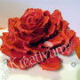 Rechteckige Hochzeitstorte mit riesen Rose und silbernen Perlen - rote Rose