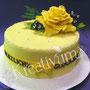 Gelbe Geburtstagstorte mit gelber Rose