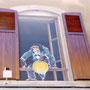Chimpanzé farceur - Place des Vosges Epinal (88) - Acrylique sur panneau - 1,20 x 2, 30 m - 1999<br><br>fresque . trompe l'oeil . primate . singe