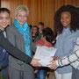 Carina Gödecke, Landtagspräsidentin NRW nimmt am 12.3.2015 von der Klasse 9c, Realschule Kerpen, die Roten Hände der Landtagsaktion 2015 entgegen