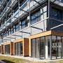 Façade est - Protection solaire par stores verticales