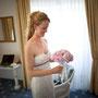Schulterfreies Brautkleid aus Seide und Spitze