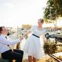 Süßes Brautkleid aus Duchesse-Satin mit Akzenten aus blauem Seidentaft