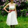 Süßes Brautkleid aus Dupionseide mit ganz zartem Tupfentüll