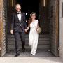 Brautkleid aus weichem Stretch-Seiden-Satin und süßem Pünktchen-Tüll über den Schultern