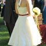 Süßes Brautkleid mit Neckholder und Petticoat aus elfenbeinfarbenem und rotem Seidentaft