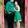 Standesamtkleid mit verstärktem Oberteil aus einem grünen Sari aus Indien geschneidert