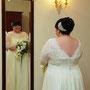 romantisches Brautkleid aus schwerem Seiden-Crépe und luftigem Crépe-Georgette mit edler perlenbestickter Spitze