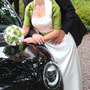 Elegantes Brautkleid aus schwerem Seidensatin mit grün changierender Dupionseide