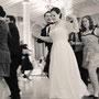 Besonders schönes Brautkleid auf Korsage angepasst - Aus Seiden-Duchesse-Satin, schwerem Seiden-Crepe-Satin, Seiden-Crepe-Georgette und edler, weicher Spitze