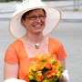 Sommerliches Brautkleid aus strahlend Orange-farbenem Seidenchiffon