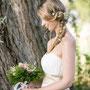 Traumhaft romantisches Brautkleid aus Seiden-Crépe-Georgette und eingearbeitetem Gürtel aus SeidensatinTraumhaft romantisches Brautkleid aus Seiden-Crépe-Georgette und eingearbeitetem Gürtel aus Seidensatin