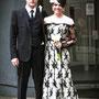 Brautkleid aus Nude-farbener Dupionseide und schwarzer, mit Perlen bestickter Spitze und eingearbeiteter Korsage