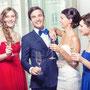 Figurbetontes und romantisches Brautkleid aus Seide und extravaganter Spitze mit eingearbeiteter Korsage. © Florian Schmidt