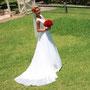 Elegantes Brautkleid aus Tüll und drapiertem Stretch-Seiden-Satin mit Perlenbestickten Spitzenapplikationen in der Taille