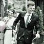 Tief dekolletiertes Brautkleid aus schwerem Seidencrépe