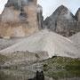 bei den Drei Zinnen, dem Wahrzeichen der Dolomiten (ca. 2.400 m). zur richtigen Tageszeit hat man den Zinnensee sogar für sich alleine ;)