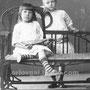 Бабушка Клава и ее сестра Сима Монаховы. Обе уроженки Орлов Гая. Сима утонула в 1914 г. в Большом Узене в возрасте 7 лет. Фотография сделана в г. Царицын, когда гостили у дедушки Никиты Васильевича и бабушки Дарьи Ивановны Монаховых. 1912-1913 гг.