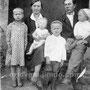 Семья Трибунского Василия Александровича (1910-1943) и Леоновой Александры Константиновны (1911-1999): дети – Нина, Виктор (на руках матери), Александр, Николай. 1938-1939 гг. Переселились в Сибирь по собственной воле.