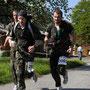 Zum Wallierhof hinauf forderte die kräftig wehende Bise von den Läufern alles ab.