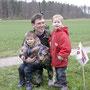 Wir sind stolz auf unsern Papi - Rolf Baumgarter, Neftenbach, mit zwei seiner Vierlinge.