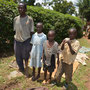 ...von seinen drei Kindern werden zwei in der Secondery School unterstützt.