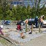 Brügger Landfrauen, Gestaltung der Verkehrsinsel in Brügge am 05.04.2017