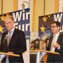 Botschafter Nils Daag(li.) und Jürgen Gmelch von der Vertretung der Europäsichen Kommission in Österreich begrüßen die Gäste.